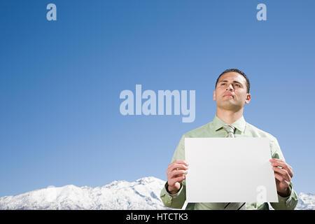 Mann vom Berg mit Papier - Stockfoto