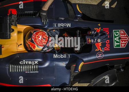 Barcelona, Katalonien, Spanien. 10. März 2017. MAX VERSTAPPEN (NED) des Teams Red Bull beim Boxenstopp am Tag 8 der Formel1 Prüfung am Circuit de Catalunya Credit: Matthias Oesterle/ZUMA Draht/Alamy Live News