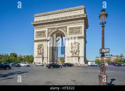 Frankreich, Ile-de-France, Paris, Arc de Triomphe de l'Étoile am Place Charles de Gaulle - Stockfoto