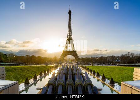 Sonnenaufgang auf dem Eiffelturm und Trocadero. Paris, Frankreich - Stockfoto