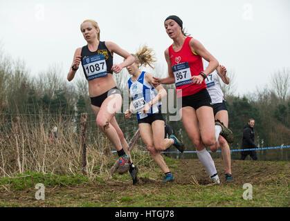 Prestwold Hall, Loughborough 11 Jessica Judd (968) auf ihrem Weg zum Gewinn der Senior Frauen Rennen in der britischen - Stockfoto