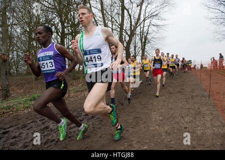Prestwold Hall, Loughborough 11 März, Andy Vernon auf seinem Weg zum Gewinn der Senior Rennen der Männer an der - Stockfoto
