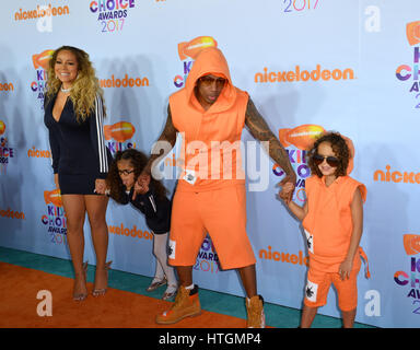 Los Angeles, USA. 11. März 2017. LOS ANGELES, CA. 11. März 2017: Sängerin Mariah Carey & Ehemann Nick Cannon & Kinder - Stockfoto