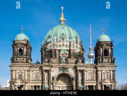 Blick auf Berliner Dom, Berliner Dom im Lustgarten Park an der Museumsinsel in Berlin Mitte, Deutschland - Stockfoto
