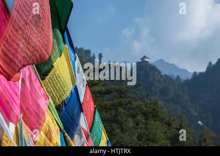 Bhutan, Paro. Tiger es Nest (aka Paro Taktsang oder Taktsang Palphug Kloster), prominente Heiliger Himalaya buddhistische Tempelanlage.
