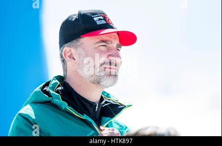Sierra Nevada, Spanien. 12. März 2017. Spanische König Felipe VI, während das Finale der Herren Snowboard Cross - Stockfoto
