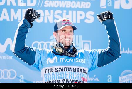 Sierra Nevada, Spanien. 12. März 2017. Pierre Vaultier (Frankreich, 1.) während das Podium der Herren Snowboard - Stockfoto