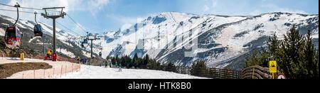 Sierra Nevada, Spanien. 12. März 2017. Panorama der Skistation der Sierra Nevada während der FIS Snowboard WM am - Stockfoto