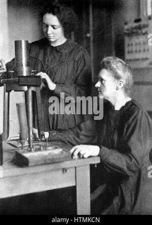 Marie CURIE (1867-1934) Polen geborenen französischen Physiker, 1925 mit ihrer Tochter Irene Joliot-Curie (1897 - Stockfoto