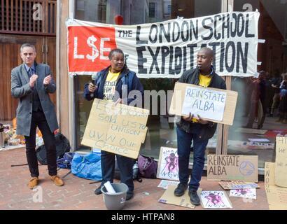London, UK. 16. März 2017.  Jonathan Bartley, co-Leader der grünen Partei unterstützt Reiniger an der London School - Stockfoto