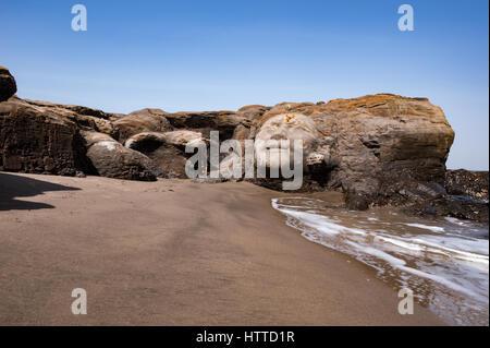 Vagator Beach in North Goa, das Gesicht von Shiva in zu einem großen Felsen