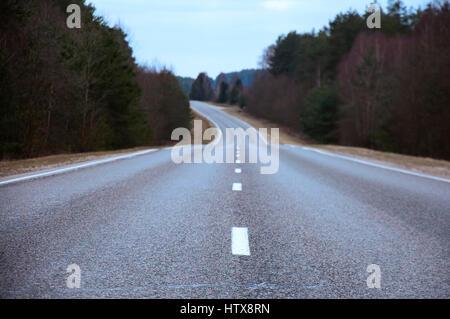 Lange asphaltierte Straße - Stockfoto