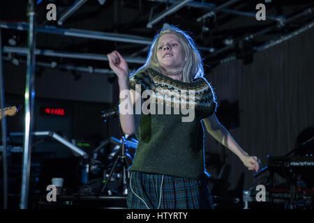 9. November 2016 führt - Toronto, Ontario, Kanada - norwegische Sängerin Aurora in Toronto - Stockfoto