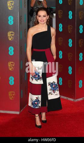 Die 2017 EE British Academy Film Awards statt in das Royal Albert Hall - Ankünfte mit: Daisy Ridley wo: London, - Stockfoto