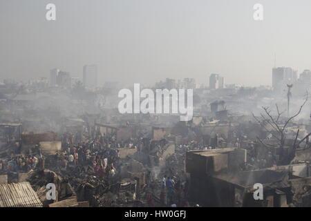 Dhaka. 16. März 2017. Foto aufgenommen am 16. März 2017 zeigt den Slum nach einem verheerenden Brand in Dhaka, der - Stockfoto