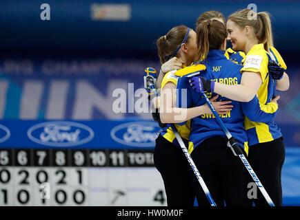Peking, China. 23. März 2017. Spieler von Schweden feiern nach der Frauen Curling Championship Round Robin-match - Stockfoto