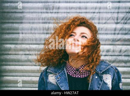 Porträt einer Frau junge rothaarige grunge - Stockfoto