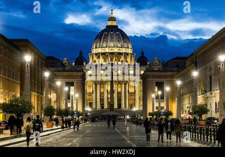 Via della concillazione aned die Basilika von Sankt Peter im Vatikan, Rom, Italien. - Stockfoto