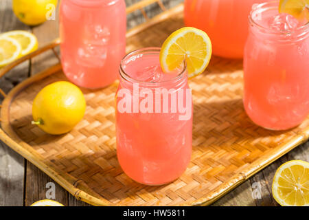 Hausgemachte frische rosa Limonade Ready to Drink - Stockfoto