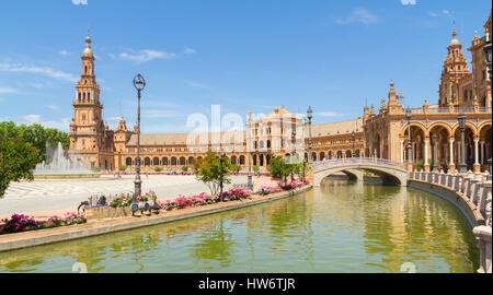Sevilla - APRIL 20: Plaza de España in Sevilla am 20. April 2015 in Sevilla, Spanien. - Stockfoto