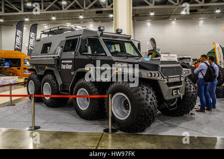 Moskau - August 2016: Off-Road-8WD präsentierte Avtoros Schamanen bei MIAS Moscow International Automobile Salon - Stockfoto