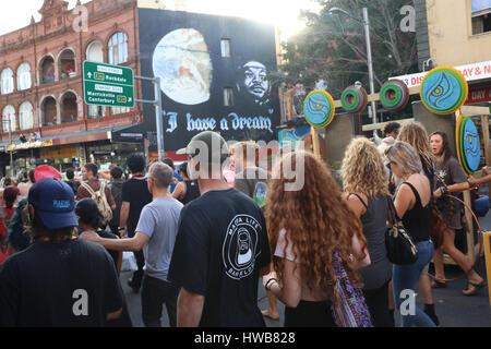 Sydney, Australien. 19. März 2017. Halten Sie Newtown komisch und sichere Demonstranten in Victoria Park vor marschieren - Stockfoto