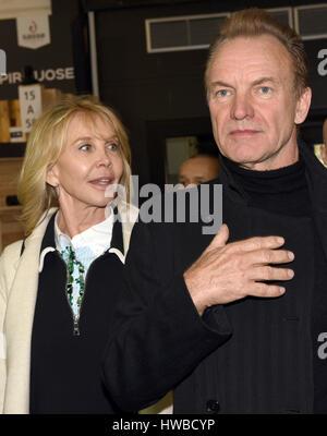 Düsseldorf, Deutschland. 19. März 2017. Die britische Rock star Sting und seine Frau Trudie Styler auf der Messe - Stockfoto