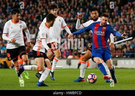 Barcelona, Spanien. 19. März 2017. Barcelonas Lionel Messi (1. R) konkurriert während der spanischen ersten Abteilung - Stockfoto
