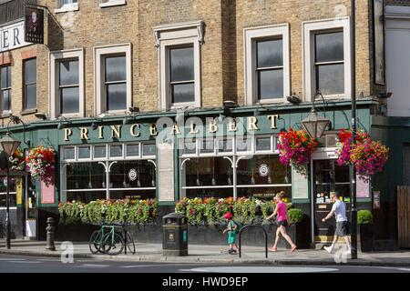Vereinigtes Königreich, London, Notting Hill, Portobello, Pembridge Road, Prinz Albert pub - Stockfoto