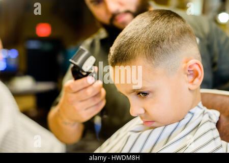 Friseur Haar rasieren jungen - Stockfoto