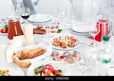 einstellen eines anderen snacks f r catering service stockfoto bild 169667899 alamy. Black Bedroom Furniture Sets. Home Design Ideas