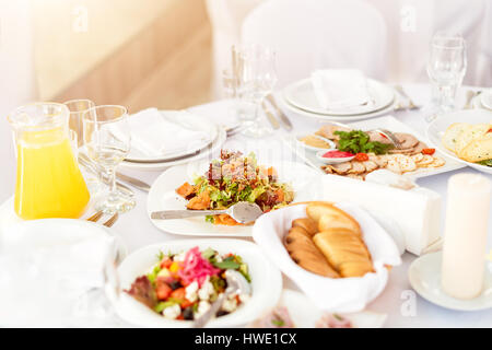 verschiedene salate in einem salatbuffet stockfoto bild 88773045 alamy. Black Bedroom Furniture Sets. Home Design Ideas