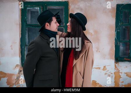Paar auf Winterurlaub, Odessa, Ukraine - Stockfoto