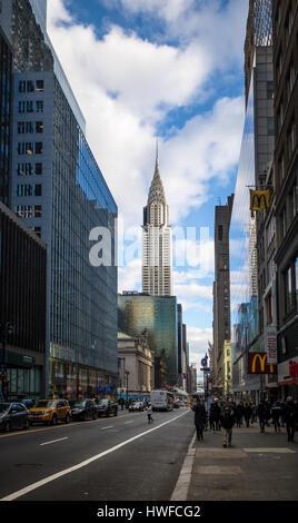 42nd Street in Manhattan und das Chrysler Building - New York, USA - Stockfoto