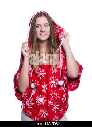 Schöne fröhliche Teenager-Mädchen posiert im Studio. Tragen rote Winter Hoodie mit Schneeflocken. Isoliert auf weißem - Stockfoto