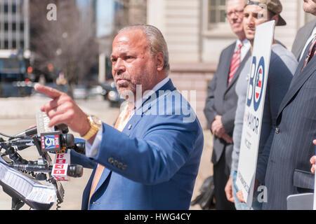 New York, USA. 21. März 2017. Ehemaliger NYPD Detektiv und jetzt Privatdetektiv Bo Dietl kündigt seinen Lauf für - Stockfoto