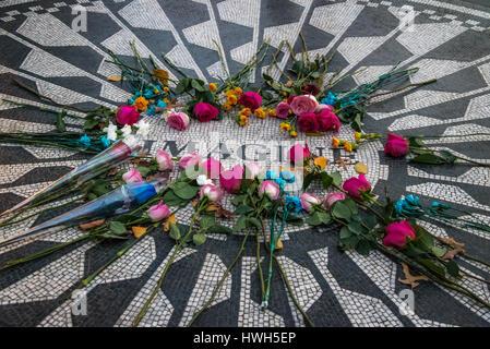 Das Imagine-Mosaik mit Blumen auf John Lennon Todestag am Strawberry Fields im Central Park, Manhattan - New York, - Stockfoto