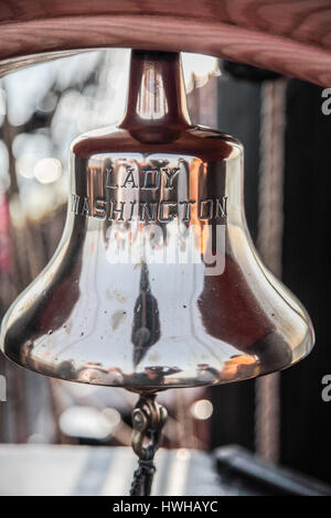 Die Glocke der Lady Washington Großsegler - Stockfoto