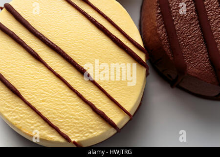 Vanille und Schokolade Mousse Torte hautnah - Stockfoto