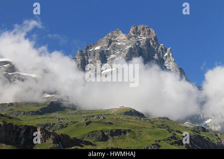 Monte Cervino Matterhorn im Sommer mit Wolken - Stockfoto