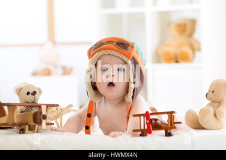 lustige pilot mit brille und helm stockfoto bild. Black Bedroom Furniture Sets. Home Design Ideas