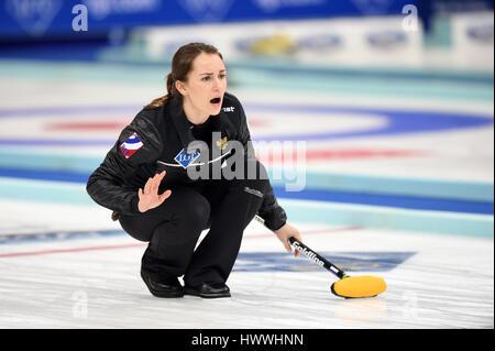 Peking, China. 23. März 2017. Anna Sidorova Russlands konkurriert während der Frauen Curling Championship Round - Stockfoto