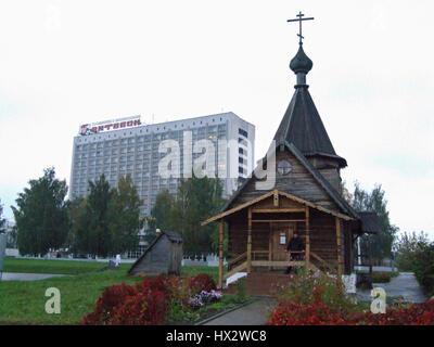 Die Verkündigung-Kirche und die Kirche St. Alexander Newski, russischer oder östlich-orthodoxen Kirchen sitzen am - Stockfoto