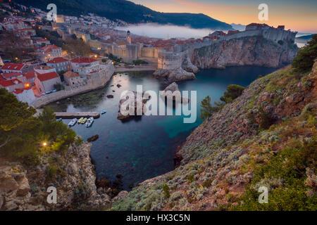 Dubrovnik, Kroatien. Schöne romantische Altstadt von Dubrovnik bei Sonnenaufgang. Stockfoto