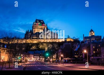 Alten Unterstadt (Basse-Ville) und Frontenac Burg bei Nacht - Quebec Stadt, Quebec, Kanada - Stockfoto