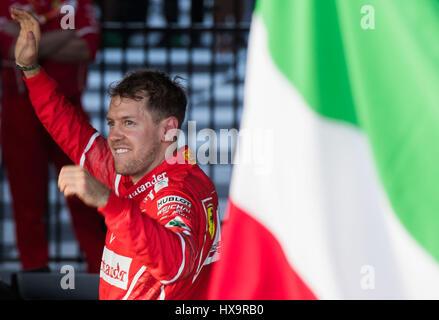 Melbourne, Australien. 26. März 2017. Scuderia Ferrari deutschen Fahrer Sebastian Vettel feiert nach dem Gewinn - Stockfoto