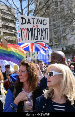 Für Europa vereinen (anti-Austritt) marschieren zum Parlament, wenige Tage vor Art. 50 ausgelöst werden soll. Und - Stockfoto