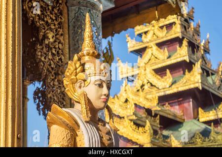 Detail einer Statue an der Shwedagon-Pagode in Yangon, Birma-Myanmar - Stockfoto