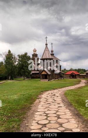 Hölzerne Kirche in Susdal im Sommer - Stockfoto