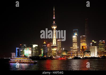 Shanghai Skyline bei Nacht - Shanghai, China - Stockfoto